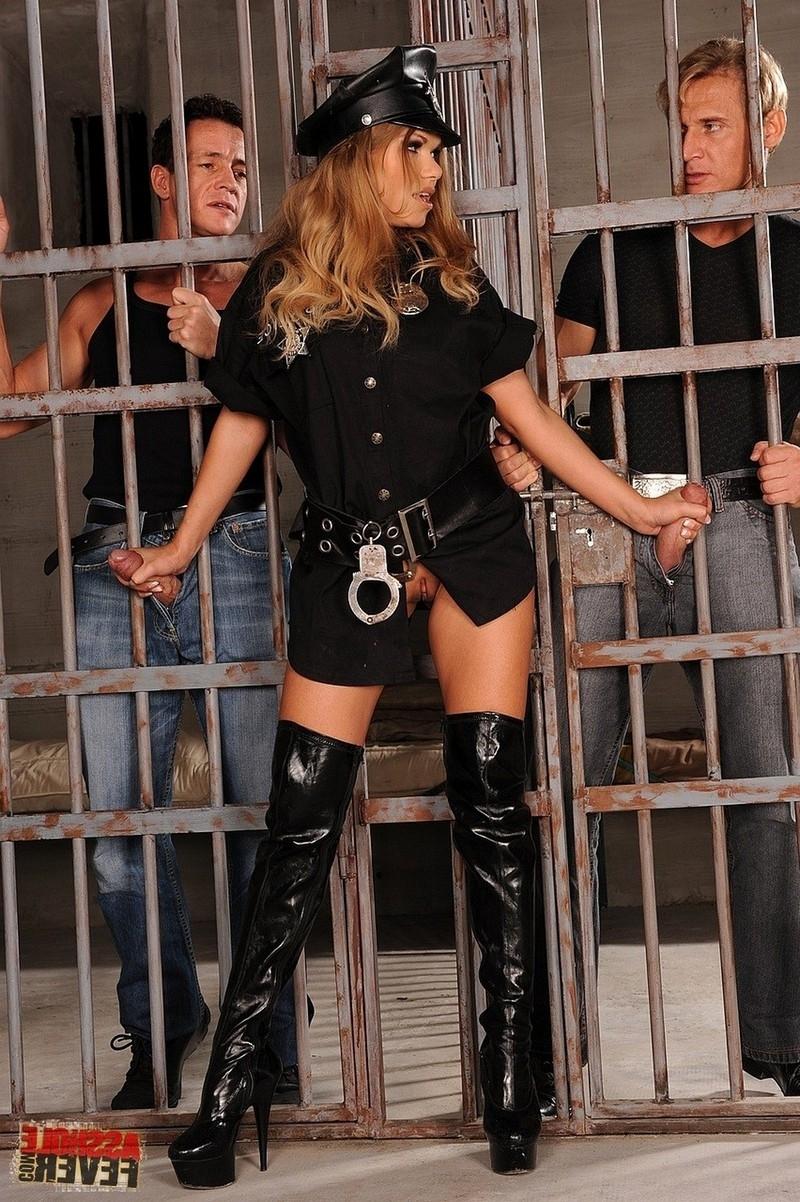 Фото тюрьме горячей эротика