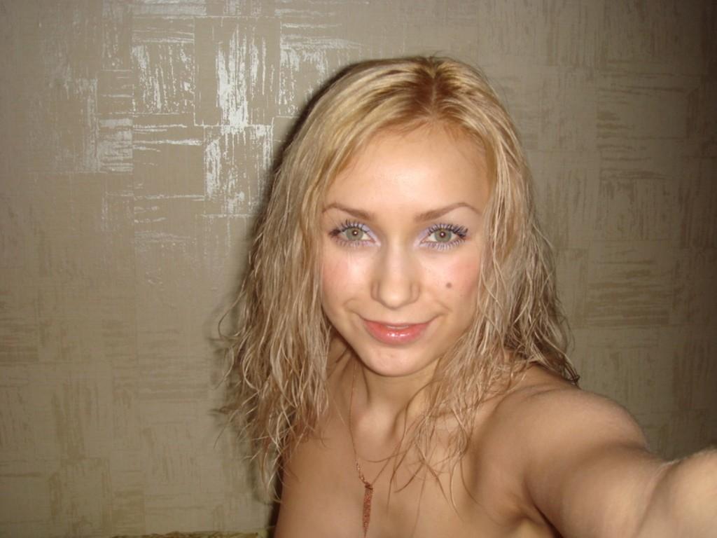 Фото блондинка делает эротика